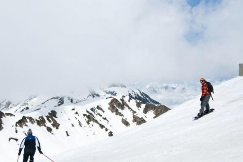 Mountain skiers